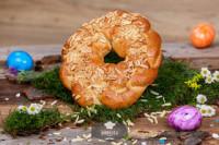 Glutenfreier Osterkranz mit Mandeln, frisch gebacken - glutenfrei