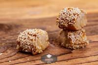 Laugenkonfekt mit Sesam, frisch gebacken - glutenfrei