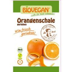 Orangenschale gerieben